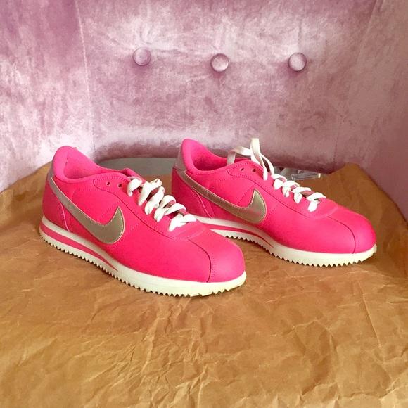 wholesale dealer 113bf def89 Super cute pink and silver Nike Cortez!! M 5b805edbc2e88eb4f9d52b9c